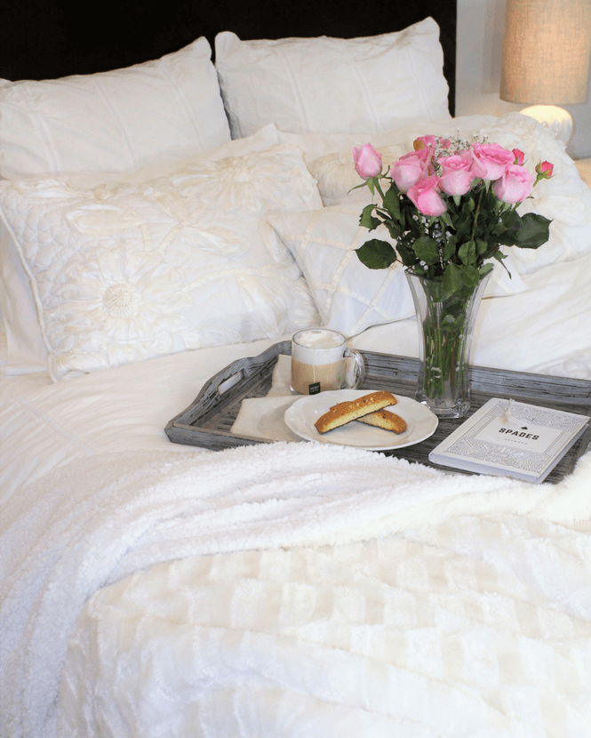 white bedding, bedroom, decor