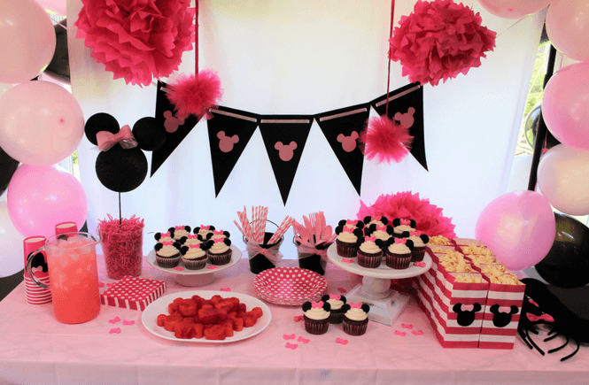 10 Tips for an Affordable Minnie Mouse Birthday Party Cupcake