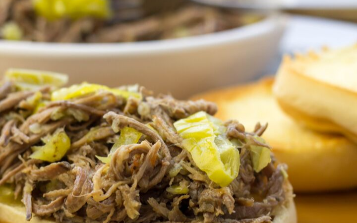 Italian Beef Sandwiches, crockpot italian beef, how to make italian beef, family dinner ideas, dinner recipes